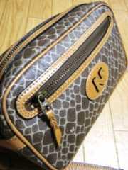 ニナリッチ/NINA RICロゴ柄革製クラッチセカンドバッグ