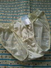 薄いクリームイエロー新品未使用タグ付◆ワンポイントシンプル刺繍Lサイズ