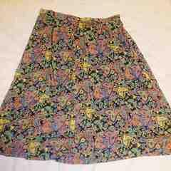 黒地花柄フレアースカート