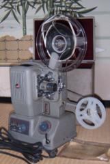 昭和33年製ELMO8mm映写機鍵付ケース入り通電ランプ点灯