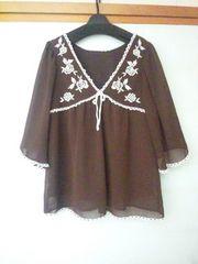 axes風 バラ刺繍 ブラウン チュニック 五部袖 茶 M N2m