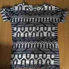 アステック柄TシャツUK8 新品