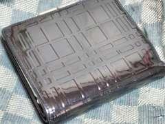 バーバリー 本革製二折財布 トーナルチェック エナメルブラック ・中古
