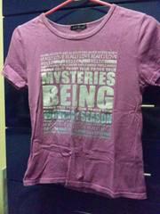 紫色 英字 ロゴ Tシャツ