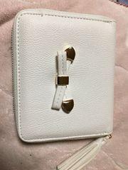 しまむらにて購入ホワイトラウンド型お財布
