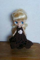 プチブライス濃茶のレース編みドレス