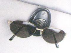 ★3色★サングラスホルダー(眼鏡)�A