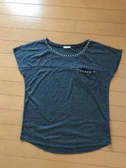 GU パール付き Tシャツ