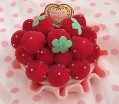 メゾピアノ*苺タルト型小物入れ*ケーキ ピンク いちご