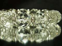 邪気を寄せ付けない!64面ダイヤカット水晶14mm数珠ブレス