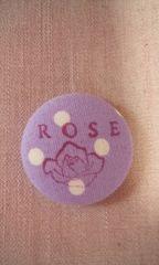 くるみボタン バッジ  薔薇柄 ロゴ入り ドット パープル