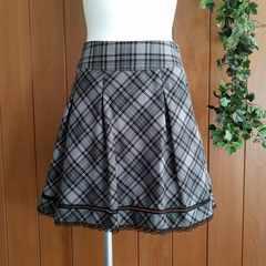 【美品】フレアスカート☆ブラック&ピンクのチェック柄☆グレー