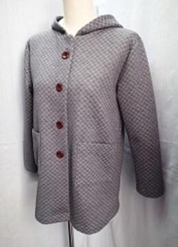 ◆キルティング加工入り フード付き デザインコート