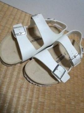 ビルケンシュトック ホワイトサンダル
