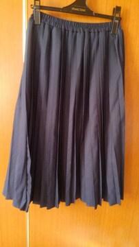 ∞紺色のプリーツスカート