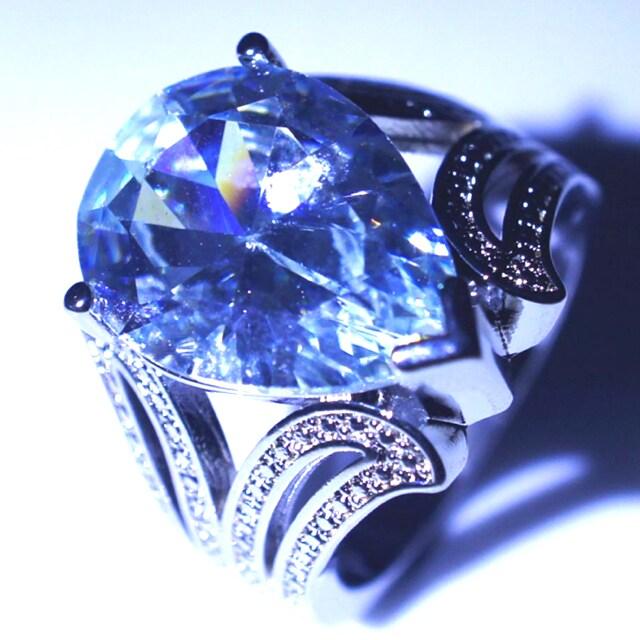 【特A品】雫 大粒 ダイアモンド リング 15号 新品 < 女性アクセサリー/時計の