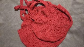 手編みのバック二個