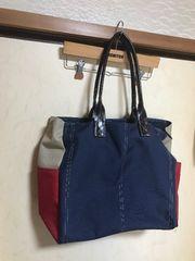 モバオクで買える「ネイビートートバッグ★黒送料700円」の画像です。価格は100円になります。