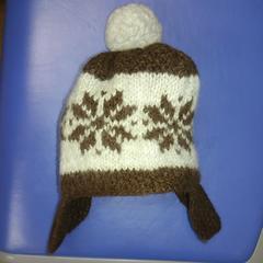 snow柄耳あて付き大きめボンボンが超キュートなニット帽子