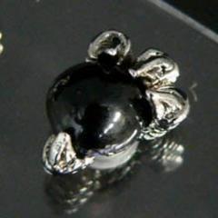 <プラチナ>ワイルド120%ドラゴンアーム*黒玉ピアス