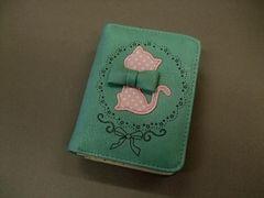 【即決 激安】メルヘン猫ちゃん2つ折財布 新品 緑系リボン