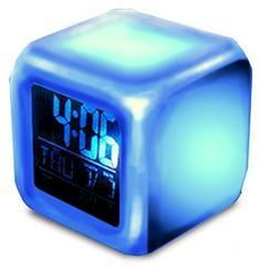 お値打ち価格☆ 七色に光る 卓上 LED 時計 リビング 寝室