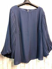新品☆LLサイズ袖プリーツの素敵ブラウス♪よそいき紺☆s282