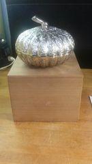あまりにも美しい、現代クラフトの錫製蓋物菓子器。木箱入未使用