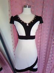 dazzy QUEEN白×黒バイカラー胸元キラキラビジュ&パールストーンミニドレス