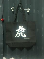 阪神タイガースの応援に日刊スポーツの『虎』トートバッグ