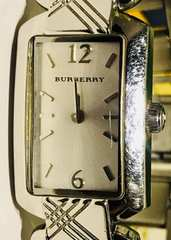 バーバリーレディース時計シルバーブレスベルト稼働品クオーツ