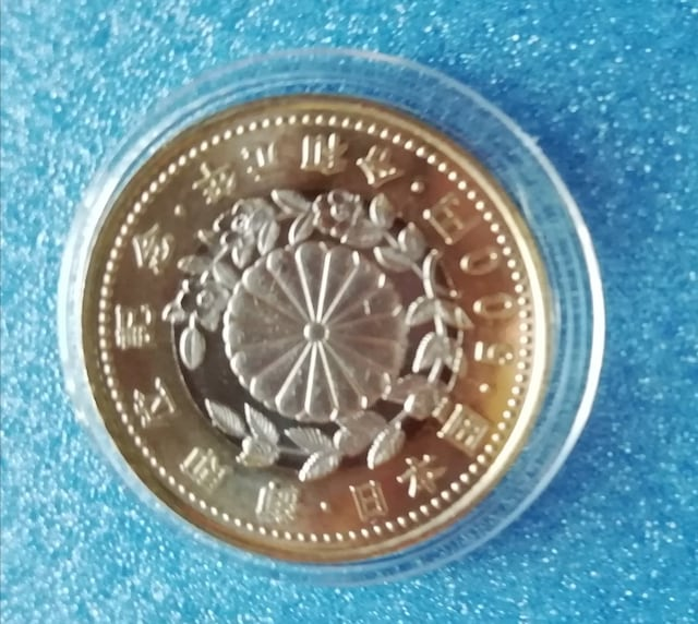 【送料無料・匿名配送】天皇陛下御即位 500円記念硬貨 2枚セット < ホビーの