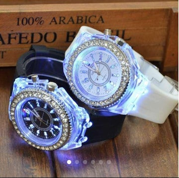 2color LED 光る腕時計 白  黒 クォーツ 腕時計 時計