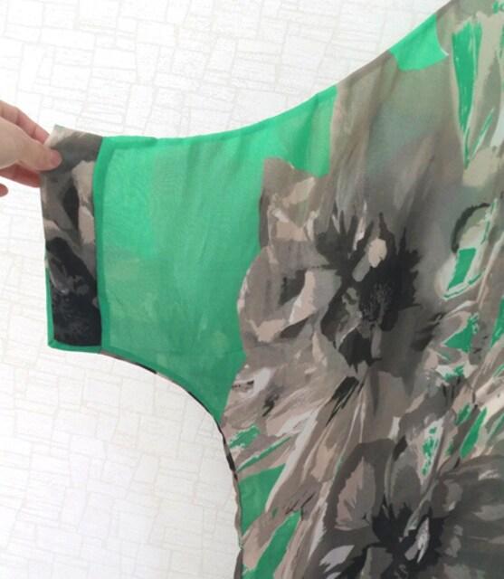 新品[7944]4L〜6L(大きいサイズ)グリーンX柄シフォンドルマンシャツ < 女性ファッションの