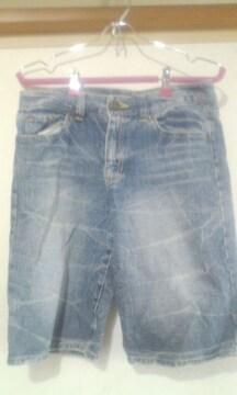 美品女性 刺繍入りハーフジーンズ W64cm