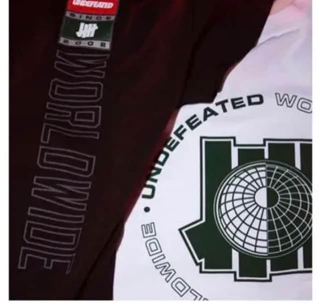 UNDEFEATED Tシャツ エアマックス97 < ブランドの