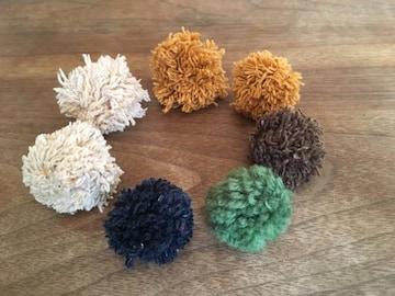 ハンドメイドの毛糸ポンポン7個☆ヘアゴム、飾りオーナメント