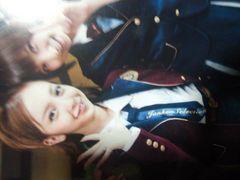 AKB時代の篠田麻里子と板野友美の2ショット生写真
