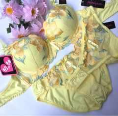 巨乳☆E70M 刺繍黄色 ブラ&パンティ&Tバック 大きいサイズ