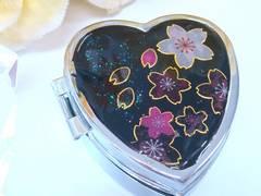 ■Handmade■レジン ハート型ピルケース(夜桜