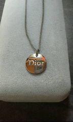 ディオール丸に「Dior」ロゴネックレス