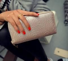 新品☆ローズ花柄レザー調型押しラウンドファスナー長財布バラ白ホワイト