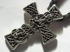 クロムハーツChrome Heartsペンダント ネックレス クロス 革紐