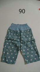 水色の星柄のパジャマのズボン