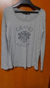 �Aグレーのシャツ