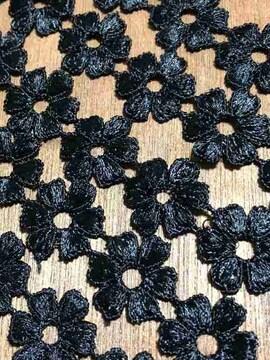 80個連+α〈ぷっくりフラワー〉ブラックフラワーケミカルレース(2m)