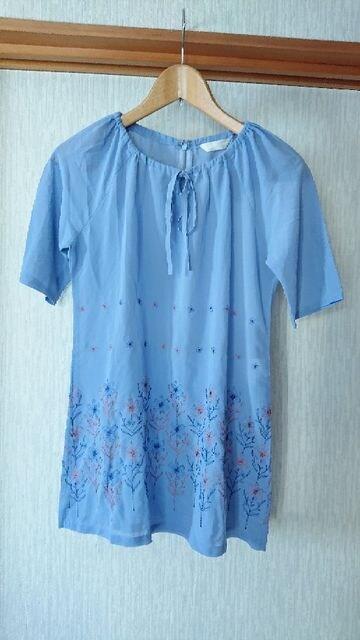 新品 花柄 刺繍 水色 チュニック シャツ M  < 女性ファッションの