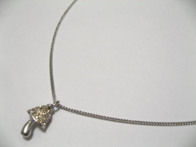 本物Swarovskiスワロフスキー立体3Dミニキノコの可愛さとセンスと最上の輝.ネックレス < ブランドの
