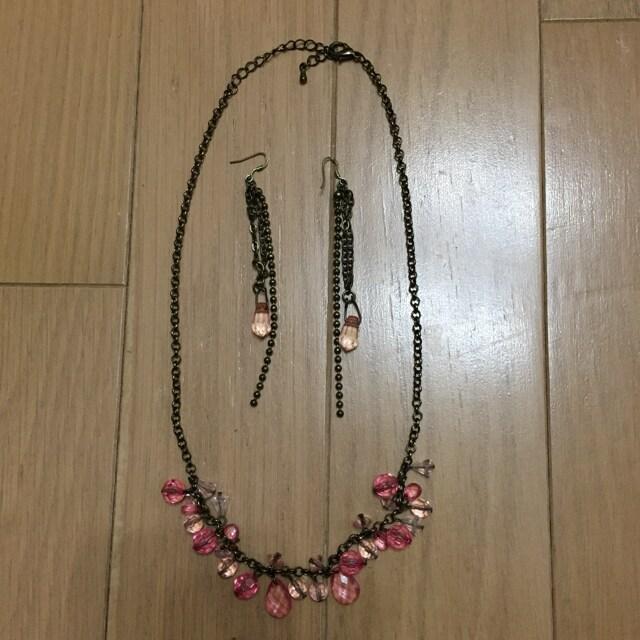 アンティーク風 ピンクビーズのネックレスとピアスのセット  < 女性アクセサリー/時計の