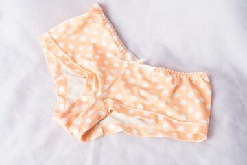 67 水玉のオレンジ 女の子パンツ M